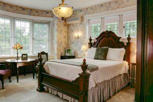 Bedroom at Olde Square Inn